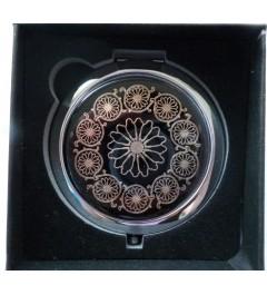 Kosmetické zrcátko s ornamentem